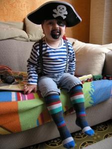 Pirat er kult - gulrot er ut! Storebror klar for karvavalet ifjor.